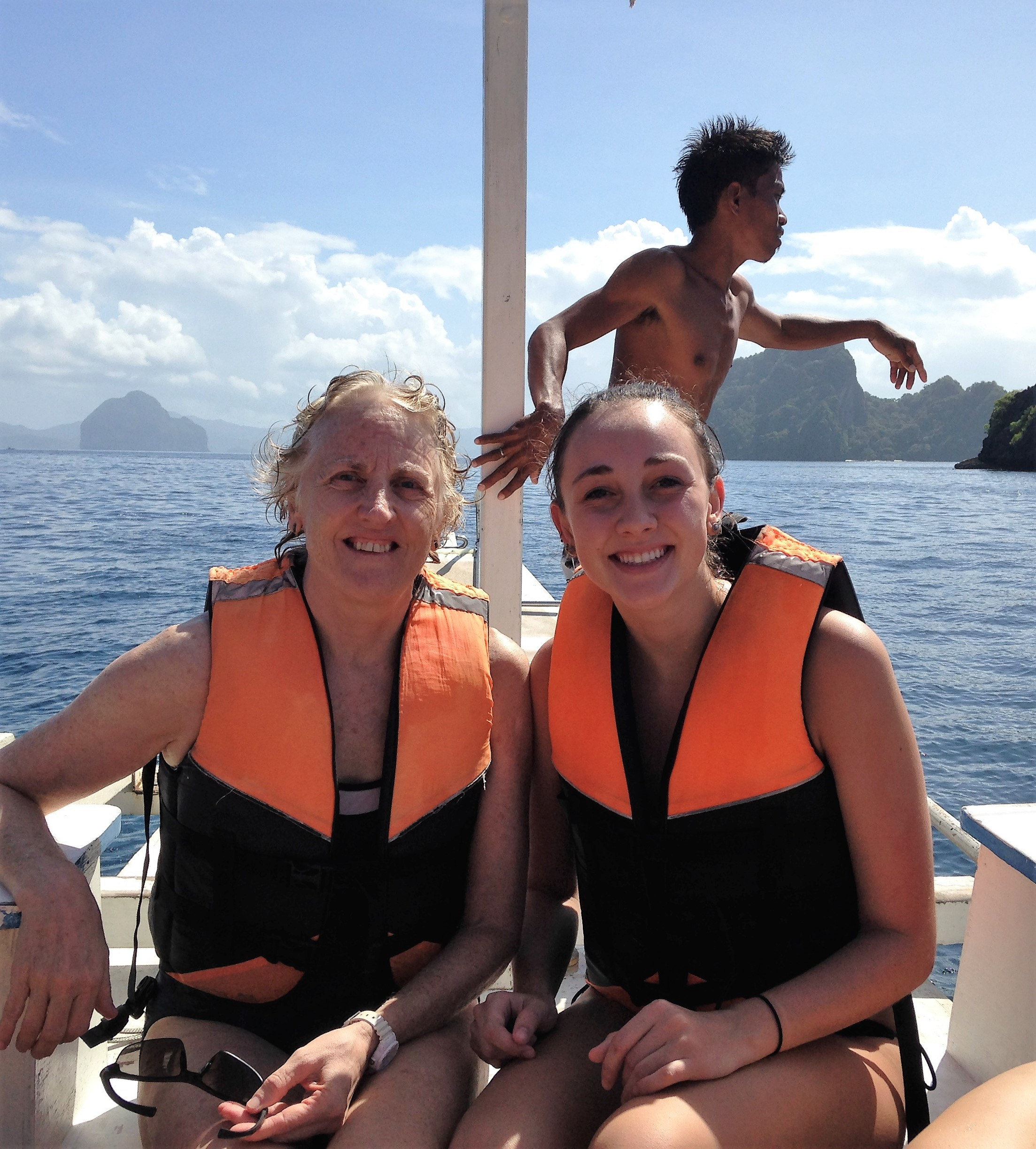 El Nido island hopping with Rayne